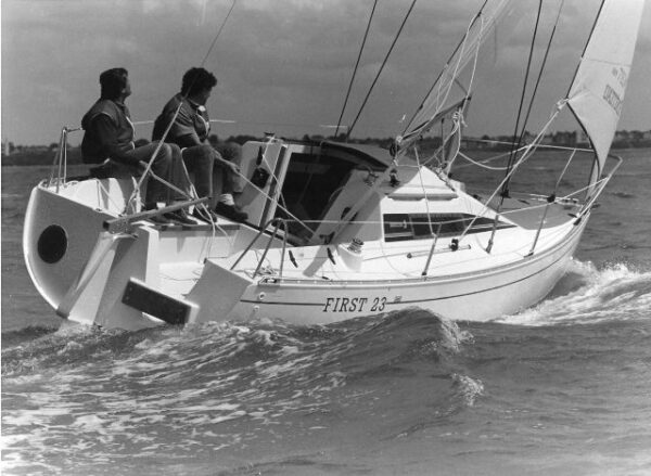 First 235 sous voiles